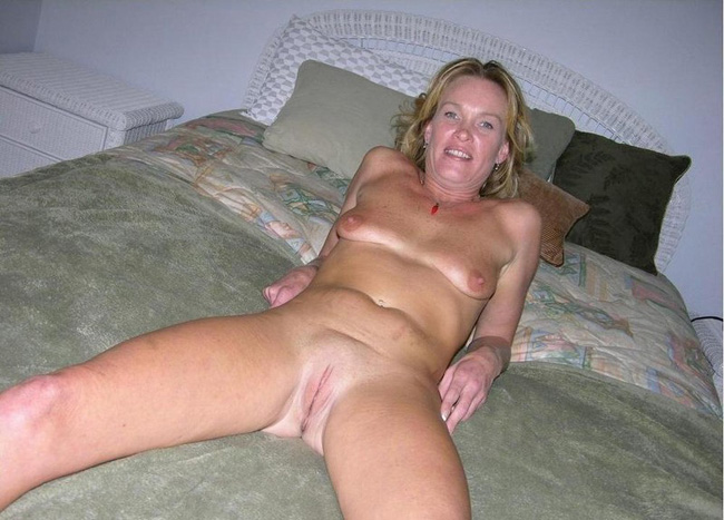 fresh shaved mature pussy