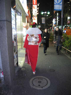 Woman in kimono on the streets of Roppongi, Tokyo.