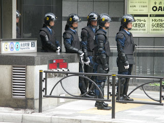Japanese riot police watch right wingers protest Russian Prime Minister Putin's visit to Tokyo, May 12 2009.
