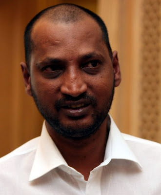 Na Muthukumar tonsured his head for his son