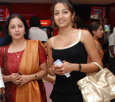Trisha's mother to act in 'Manmadhan Ambu'