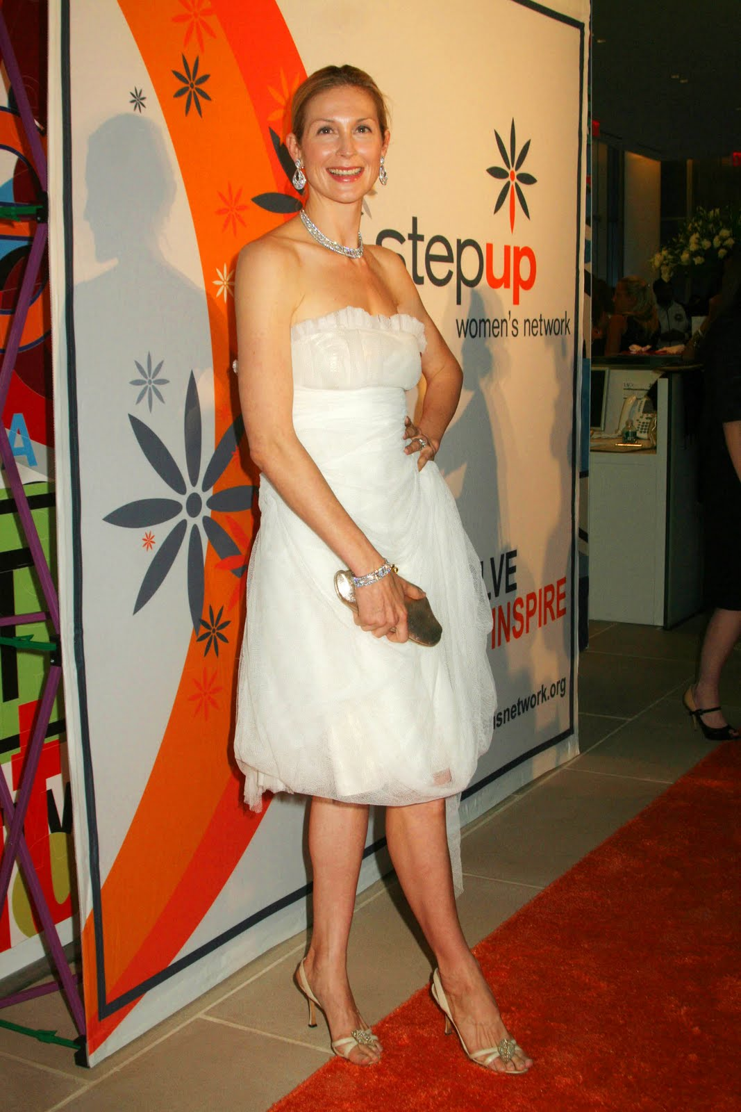 halle beauty blog kelly rutherford feet