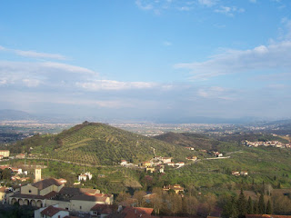 Una visuale di Carmignano dalla Rocca si scorge la propositura di San Michele dove sono custoditi gli affreschi del Pontormo