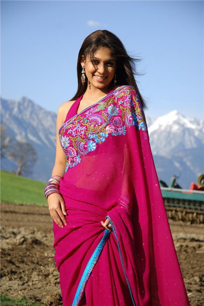 Cinesizzlers Hot Saree Stills Of Nayanthara In Red Hot -3989