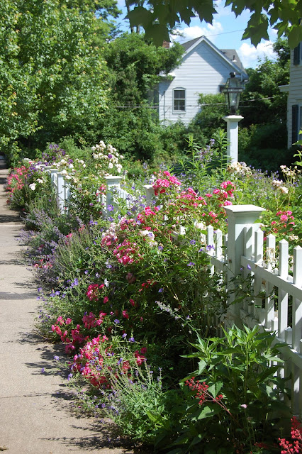 Little Red House: My Dream Garden on My Dream Patio  id=66115