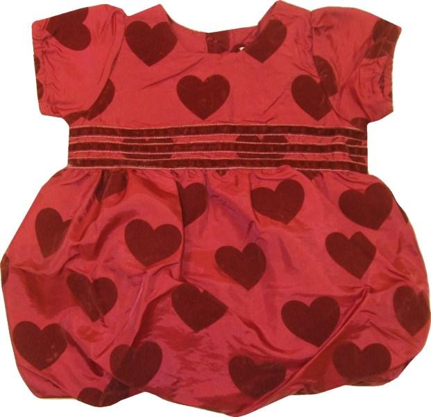Vi har fått in en bedårande liten klänning till lilltjejen strlk 56-80. Vi  har även fått in en i likadant tyg men en annan modell till den lite äldre  tjejen ... 63a766f38c22c