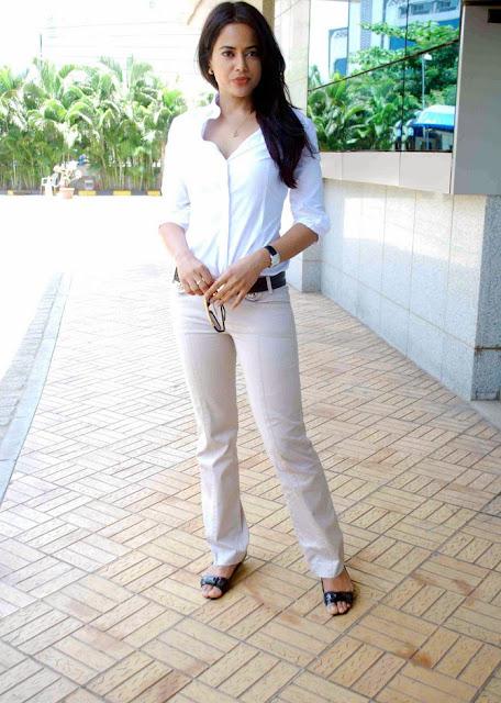 Sameera reddy Stills 4