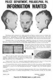 توضح تلك الصورة البوستر الأصلي لقضية طفل الصندوق ويظهر جثة الطفل المجهول التي الذي وصفته الشرطة