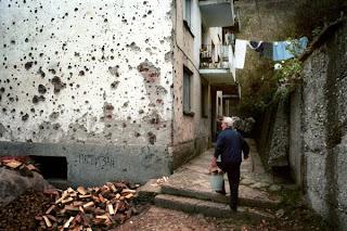 آثار بناء مهدم في البوسنة في يوغوسلافيا السابقة