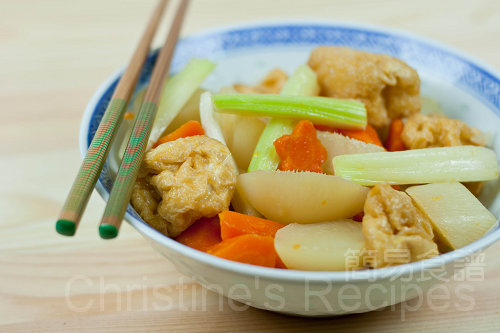 豆腐泡炆蘿蔔 Stewed Beancurd Puffs with Turnips & Carrots03