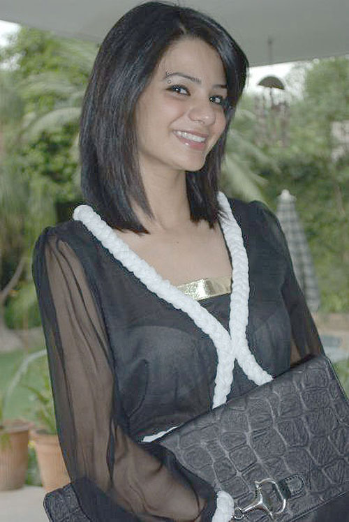 Paki Tv Actress Hot White Blouse Show In Silky Dress