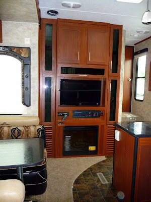Kitchen Slideout And Dinette Slideout Travel Trailer  Bunkhouse