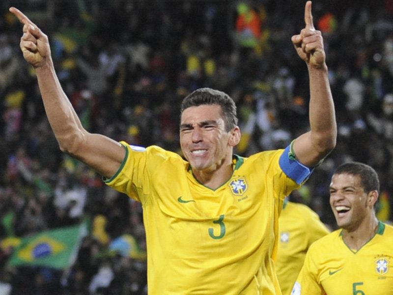 Kleberson Flamengo E Ronaldinho Milan Com Uma Epoca Qb Lutam Pela Ultima Vaga Ha Um Ano A Dupla Bianconeri Parecia Ter O Seu Lugar Ja Confirmado