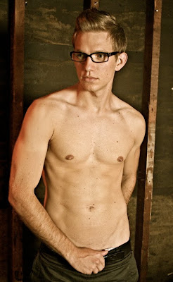 foto de Guys With Glasses: Shirtless