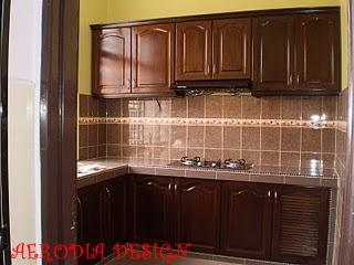 Rekaan kabinet dapur kayu berona tradisional yang hangat dan evergreen   MS AERODIA TRADING