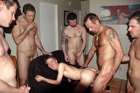 Foursome fisted and sucking dick 6