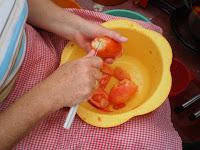 pelamos los tomates una vez escaldados