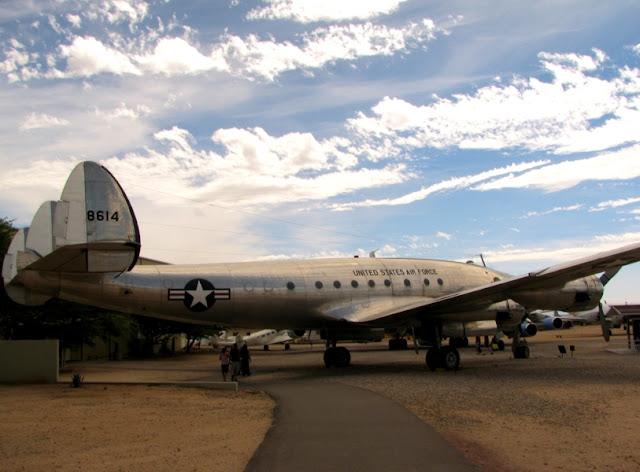 27434587 - O Maior Cemitério de Aviões do Mundo
