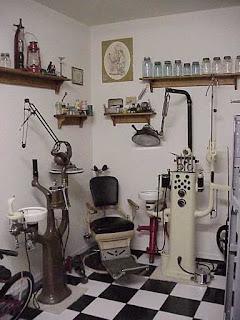 ادوات طب الاسنان Dental-Chair-723209.