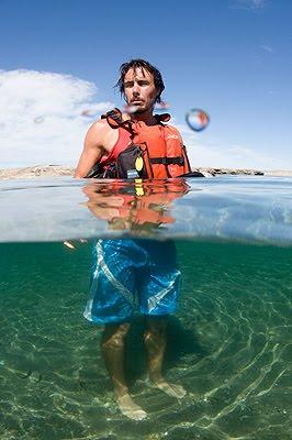 El guía Pablo Passera en el agua
