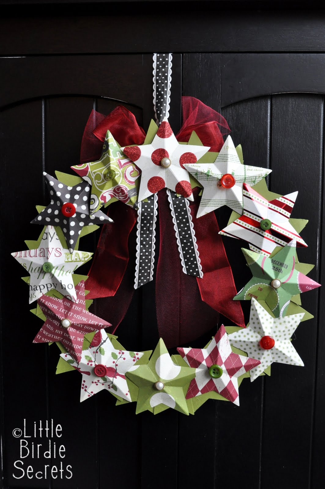 20 christmas wreaths the 36th avenue. Black Bedroom Furniture Sets. Home Design Ideas