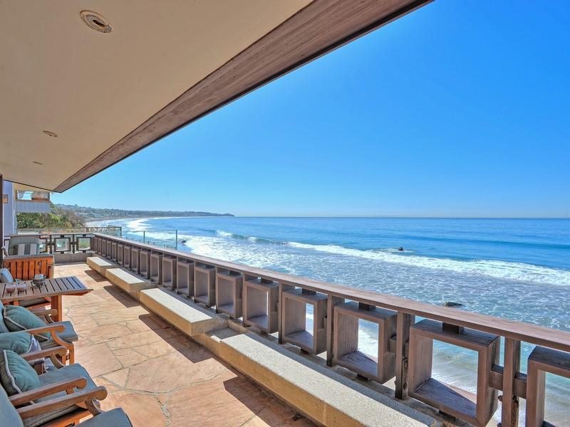 A Coastal Seaside Vacation Home