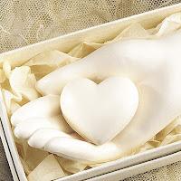 http://4.bp.blogspot.com/_VqbVDVQM4MA/Sj0BMYeDj1I/AAAAAAAAAE0/oVoKSwLF8WU/s400/hand_heart_soap.jpg