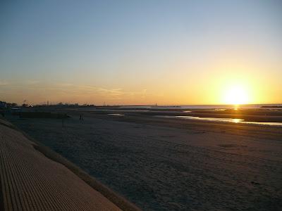 plage de malo-les-bains au soleil couchant par pierre-yves gires