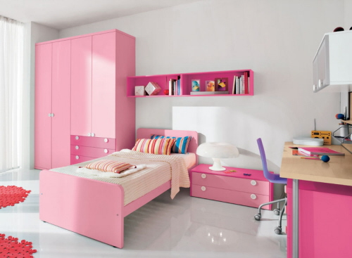 Pinky Room For S