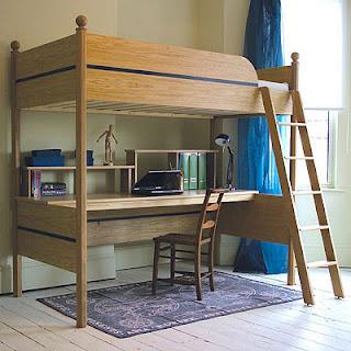 en madera natural tono caramelo puede usarla de tres modos comouna cama sola con nada debajo como una litera dos camas con la unidad de escritorio y