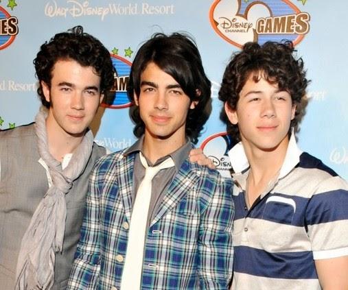 Blog de la tele jonas brothers alfombra roja dc games 2008 - Jonas brothers blogspot ...
