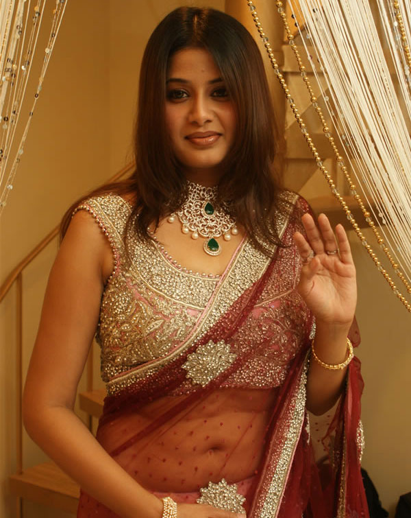 hot Actress saree sangeetha in