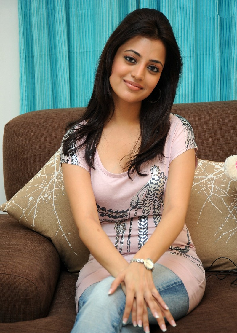 Tamil Actrees Gallery Telugu Actress Nisha Agarwal Sexy Boobs And Cleavage Show Stills-7953