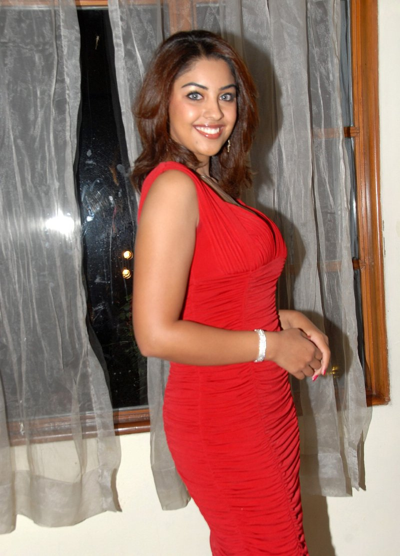 Richa Gangopadhyay Sexy Boobs, Cleavage and Thighs show | Sexy Woman