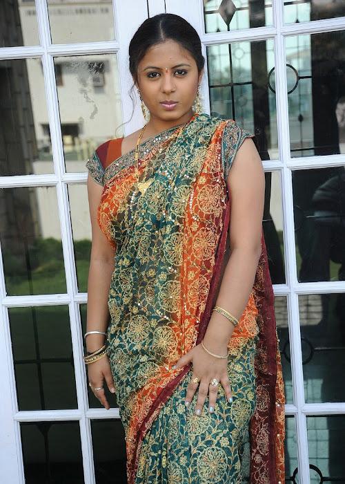 sunakshi plumpy in saree unseen pics