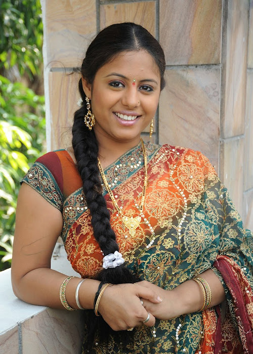 sunakshi plumpy in saree photo gallery