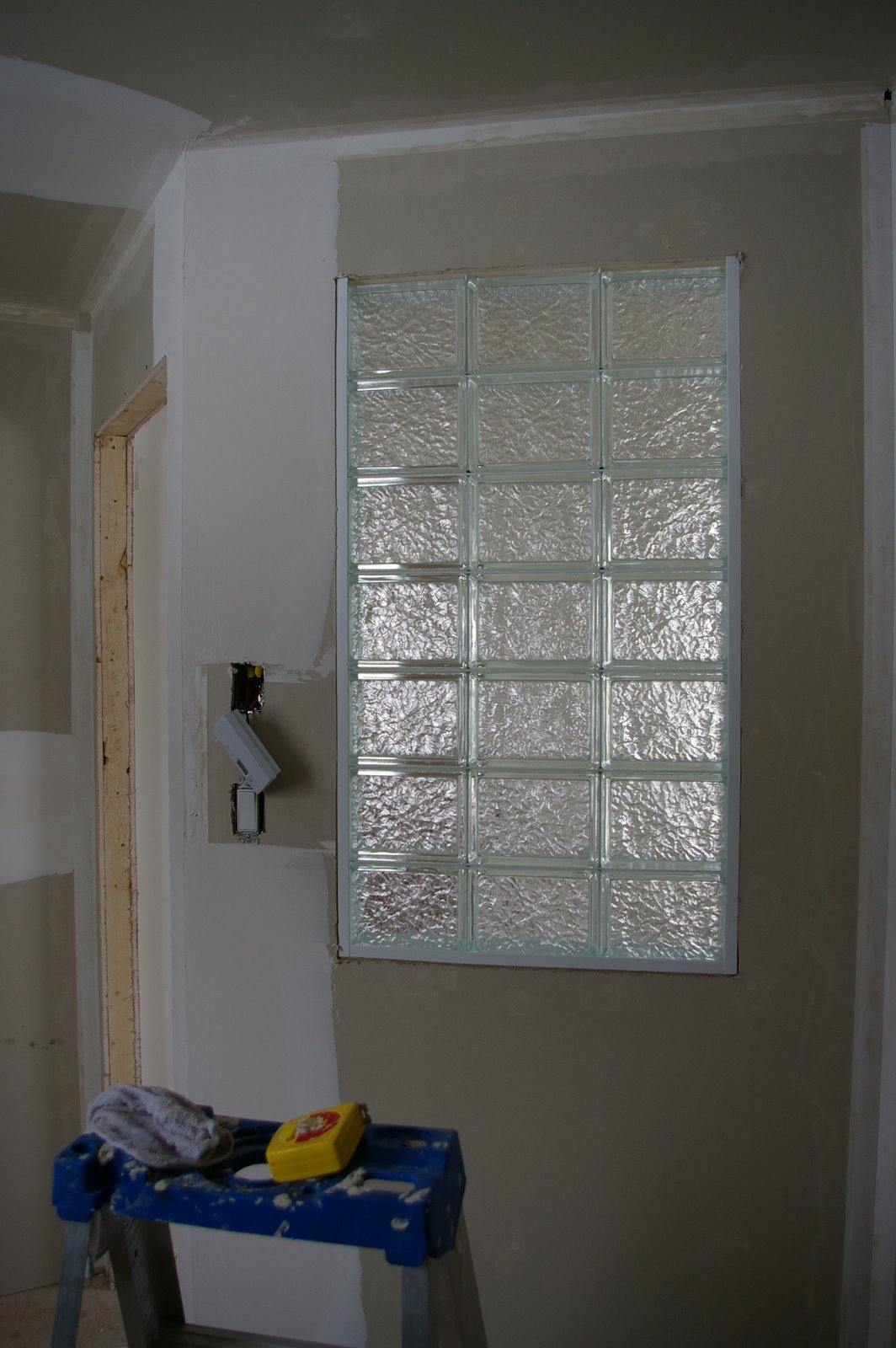 nos r novations mur en brique de verre. Black Bedroom Furniture Sets. Home Design Ideas