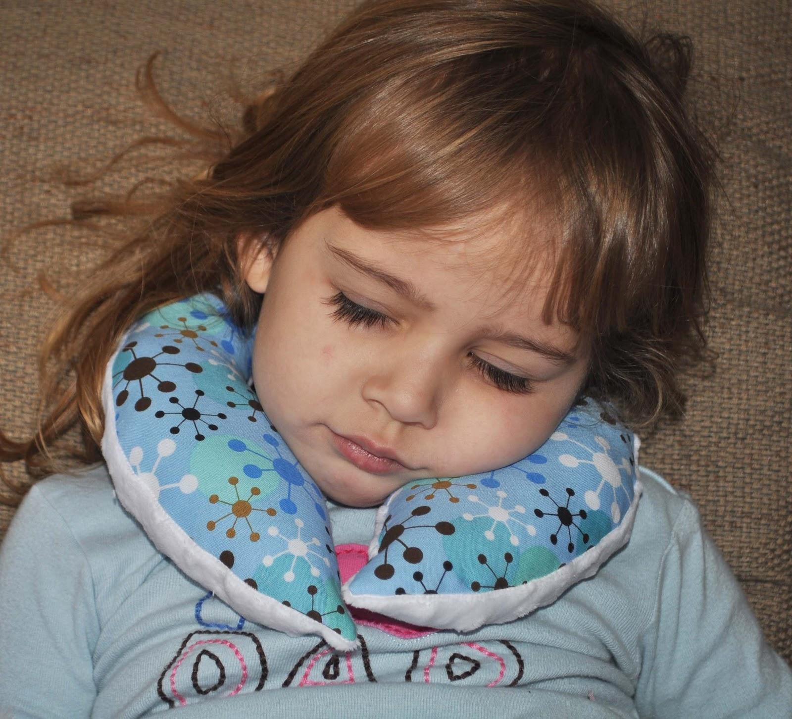 darning diva toddler travel pillow tutorial