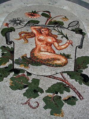 Mosaici dello zodiaco sul pavimento della Galleria Umberto I di Napoli - vergine