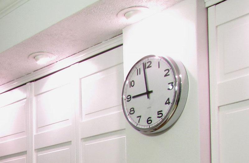 pimp my pugg clock ikea hackers ikea hackers. Black Bedroom Furniture Sets. Home Design Ideas