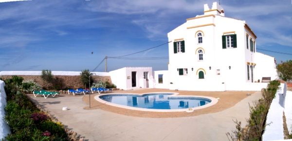 Casa rural con piscina privada en menorca pasillo y escalera for Casa rural para 15 personas con piscina