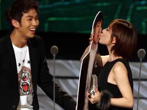 Soyeon and oh jong hyuk dating website 1