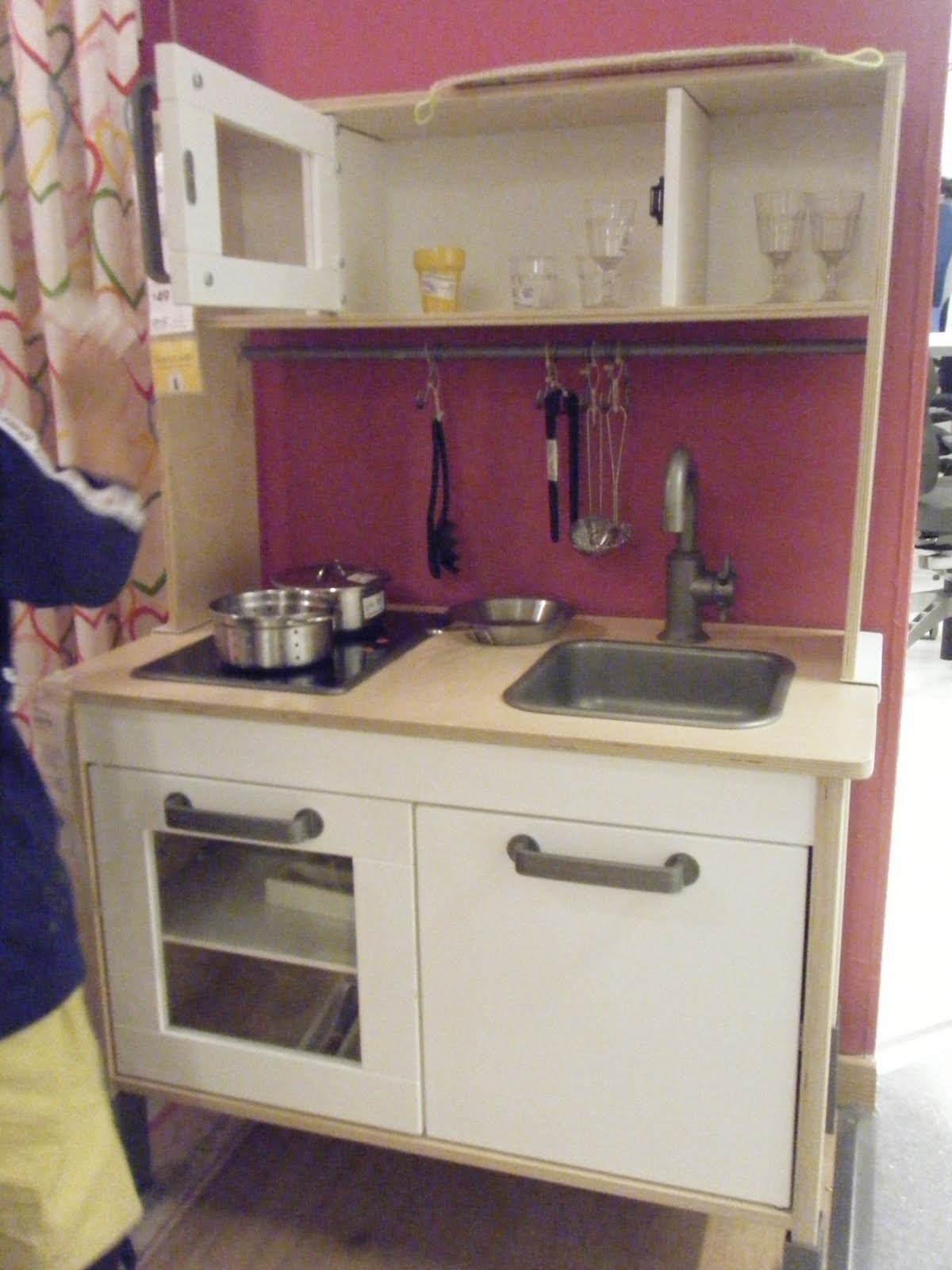 SChung IKEA  mini kitchen for kids