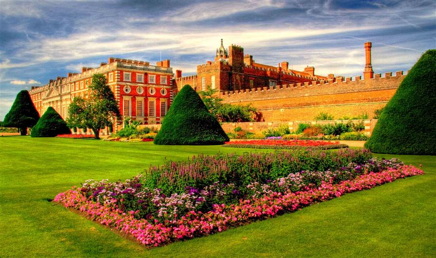 Roses In Garden: IGNITION STARTS: Hampton Court Palace, England
