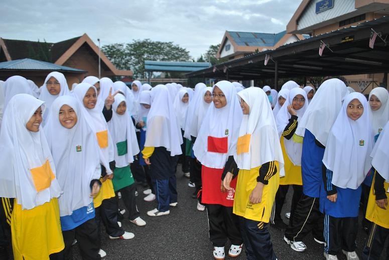 Sekolah Menengah Agama Ibnu Khaldun Jalan Kebun Red Pastel F