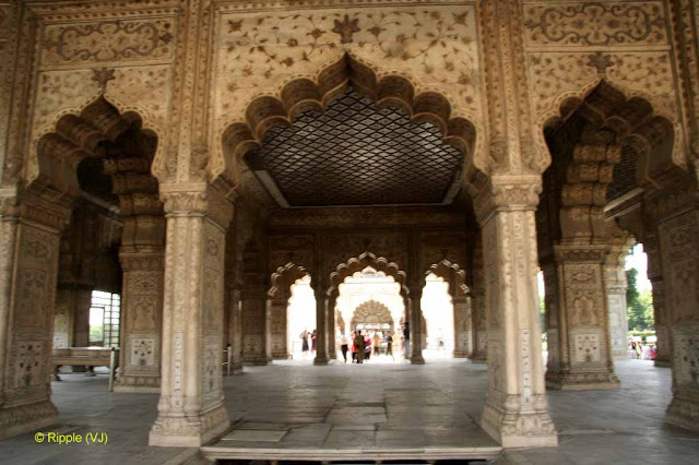 RED FORT: Diwan-i-Khas :the most richly decorated of all the Red Fort buildings, was Shah Jahan's private audience hall for the equivalent of his cabinet meetings.