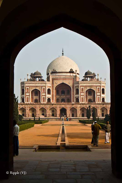 Posted by Ripple (VJ) : Humayun's Tomb, Delhi : View of Humayun's Tomb through Entrance...