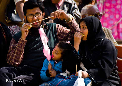 Posted by Ripple (VJ) : Faces of India @ Surajkund Fair : A Family Enjoying Kulfi and Candy Floss