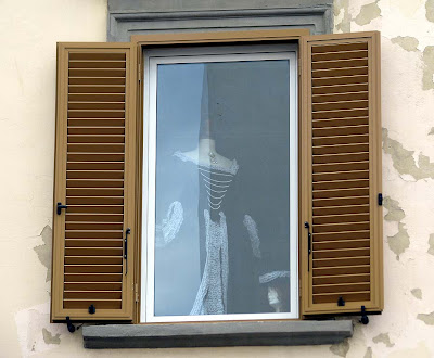 First floor window display, via Magenta, Livorno