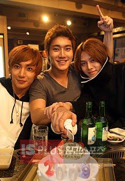 https://i1.wp.com/4.bp.blogspot.com/_XytUNXE3KRw/SzhNDynGiNI/AAAAAAAACHg/nSTHDdOBS50/s400/Leeteuk-Choi-Siwon-Kim-Heechul-Golden+Disk+Awards-Super+Junior-Korean-Band.jpg